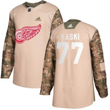 Detroit Red Wings Youth Oliwer Kaski Adidas Authentic Camo Veterans Day Practice Jersey